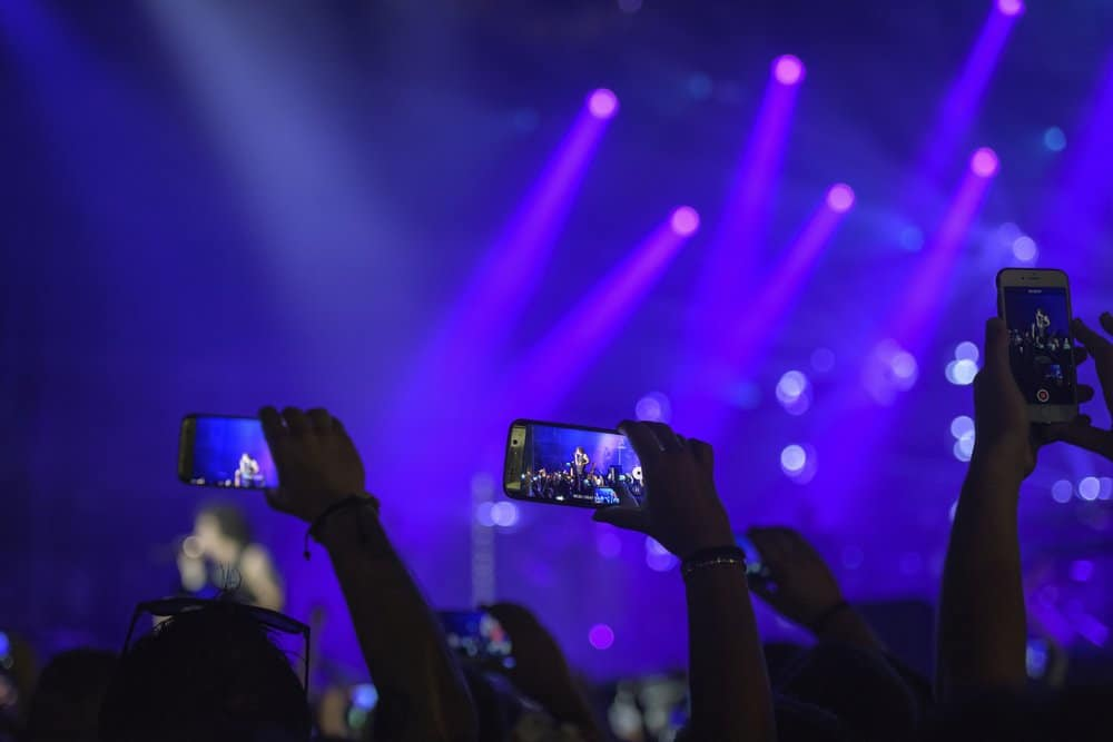 How Entertainment Venues Can Use SMS Marketing